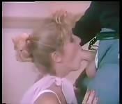 Écolière vintage baisée à l'école
