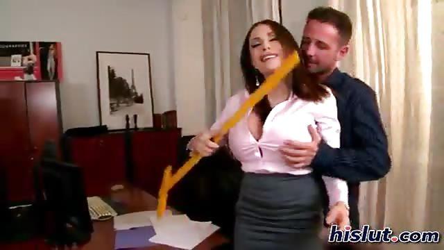 Une française à gros seins se fait baiser